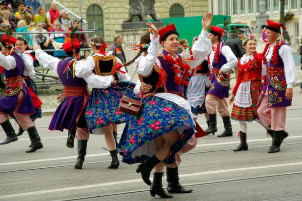 Dancers of the costume parade