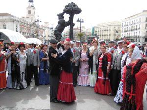 Chulapos bailando chotis. San Isidro. Madrid. España